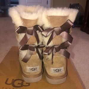Ugg bow short boots